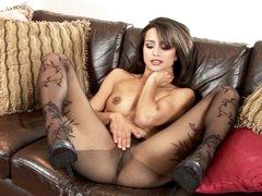 Hawt Chelsea French loves teasing her juicy wet clit