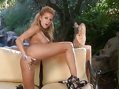 Beautiful Nicole Graves finger bonks her wet slot