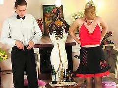 Lustful waiter eagerly tasting twat-treat of incredibly seductive older sweetheart