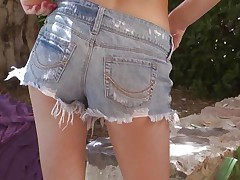 Kiera Winters enjoys having some quality time outdoors, in the middle of nature. She takes off her clothes under a tree and gently rubs and fingers her shaved enchanting pussy getting even greater quantity slutty as this babe does that. That hot cum asking ass and lengthy hawt legs makes u slutty and curious about what will this babe do next.